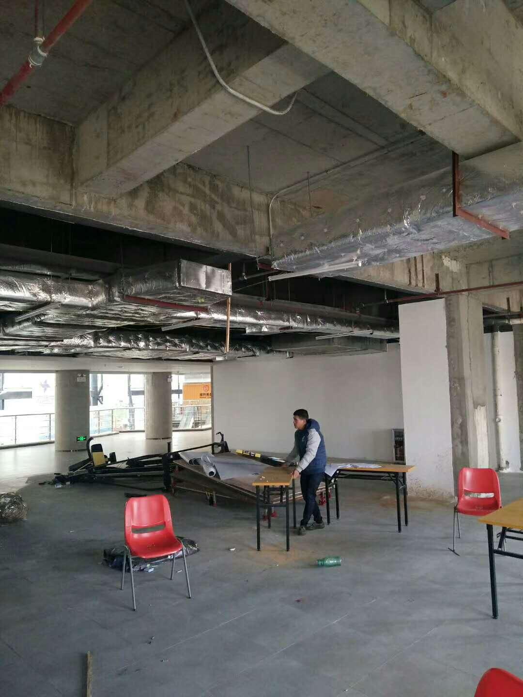 人和华侨医院新楼一楼空调管排风